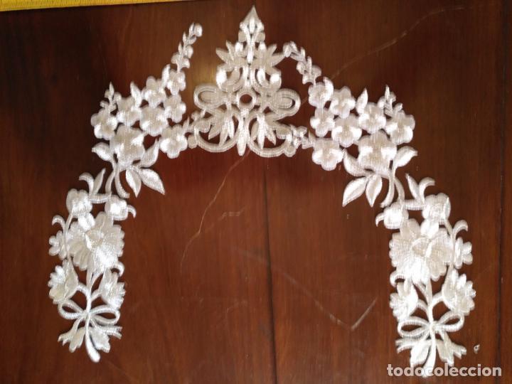 Antigüedades: fajin para virgen de tamaño natural composicion de 5 pieza aplicacion aplique bordado hilo plateado - Foto 7 - 130898644
