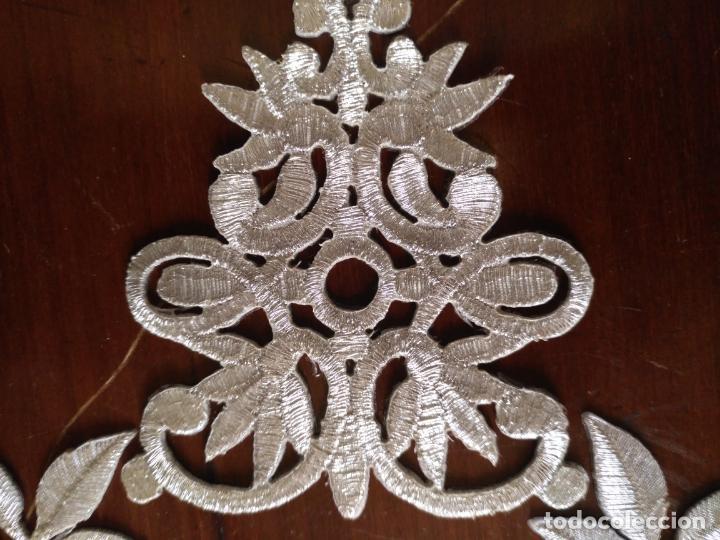 Antigüedades: fajin para virgen de tamaño natural composicion de 5 pieza aplicacion aplique bordado hilo plateado - Foto 10 - 130898644