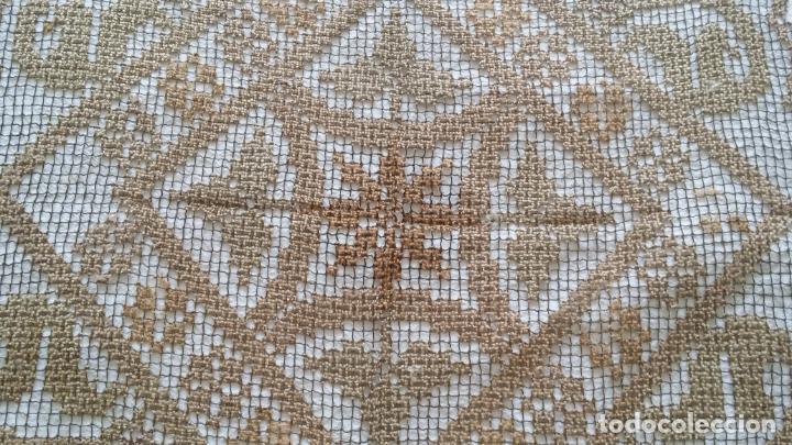 Antigüedades: Antiguo mantel / tapete de red - Foto 9 - 130929892