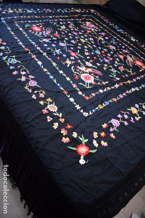 Antigüedades: mantón español antiguo. Bordado en España - Foto 2 - 127932207