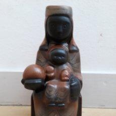 Antigüedades: VIRGEN MONTSERRAT 30 CM ELABORADA A MANO EN BARRO POR LAS HERMANAS BENEDICTINAS. Lote 130978148