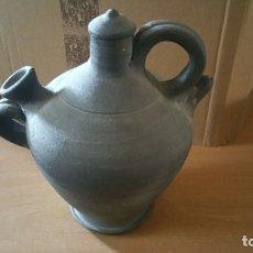 Antigüedades: BOTIJO CERAMICA NEGRA QUART GIRONA FIRMADO. Lote 163469012