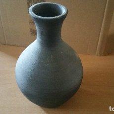 Antigüedades: JARRON CERAMICA NEGRA QUART GIRONA FIRMADO. Lote 131008076