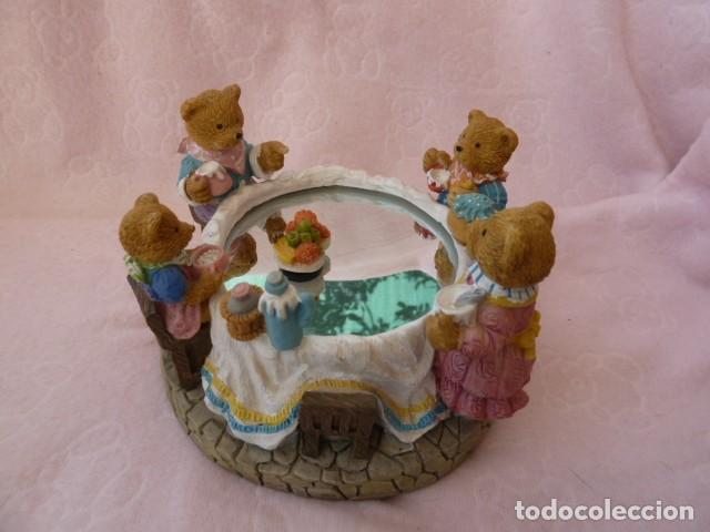 Antigüedades: Figura resina. Merienda de los ositos. Musical - Foto 2 - 131008320