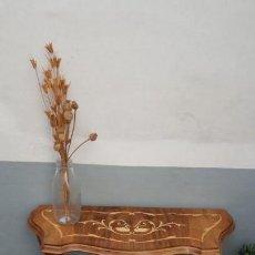 Antigüedades: CONSOLA CON INCRUSTACIONES. Lote 131013552