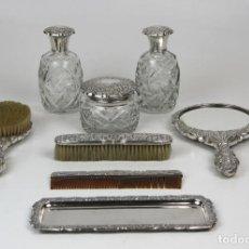 Antigüedades: JUEGO DE TOCADOR. 8 PIEZAS. METAL PLATEADO. ESPAÑA. CIRCA 1940. Lote 131015588