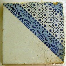 Antigüedades: ANTIGUO AZULEJO CERAMICA VALENCIANA 20,5X20,5 CM. Lote 131017856