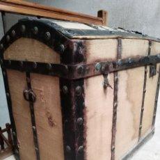 Antigüedades: OCASIÓN - LOTE DE DOS BAULES SIGLO XIX - PARA DECORAR Y/O RESTAURAR. Lote 131027004