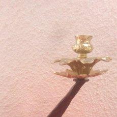 Antigüedades: CANDELABRO PORTAVELAS PALMATORIA LAMPARA ARTESANAL EN HIERRO FORJA Y BRONCE CON BASE DE HERRADURA.. Lote 131036380
