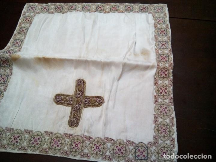 * ANTIGUO MANTEL TAPA CALIZ.CUBRE CÁLIZ. (RF.49/* ) (Antigüedades - Religiosas - Ornamentos Antiguos)