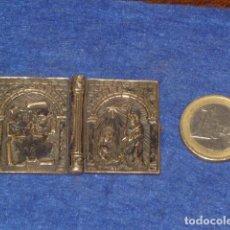 Antigüedades: ANTIGUO RELICARIO DE VIAJE LIBRO DE PLATA MACIZA CON DIBUJO EN RELIEVE,FELIZ NAVIDAD,PORTAL DE BELEN. Lote 131121248