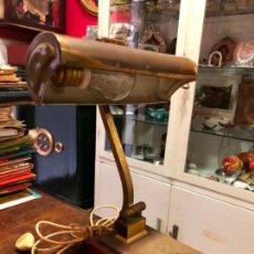 Antigüedades: MUY ANTIGUA LAMPARA DE MESA DE METAL DORADO - MEDIDA 32 CM. Lote 131123548