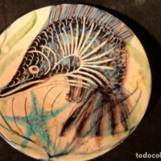 Antigüedades: PLATO DE LA BISBAL FIRMADO SEGUI. Lote 131141700