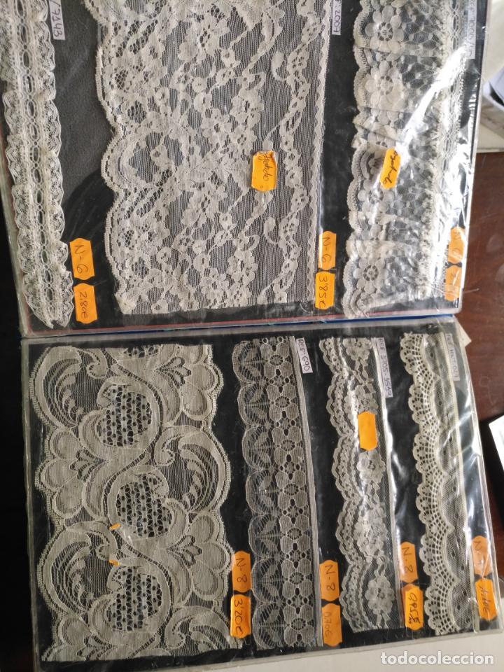 Antigüedades: bordados encajes gran catalogo muestrario descatalogado 298 piezas PARA muñecas virgen niño jesus - Foto 27 - 131159628