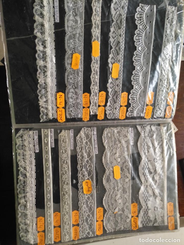 Antigüedades: bordados encajes gran catalogo muestrario descatalogado 298 piezas PARA muñecas virgen niño jesus - Foto 32 - 131159628