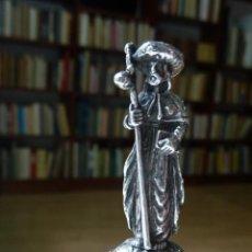 Antigüedades: FIGURA DEL APÓSTOL SANTIAGO PEREGRINO. PLATA MACIZA (6 CM DE ALTO). Lote 131162216