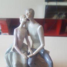 Antigüedades: LLADRO PAREJA DE PORCELANA. Lote 135423747