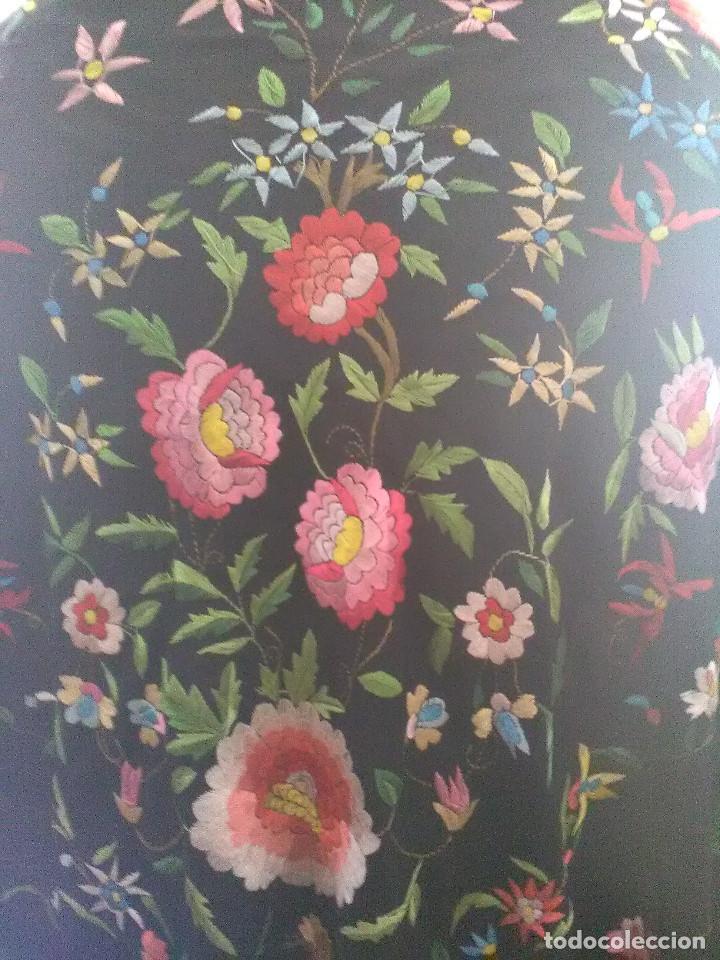 Antigüedades: Manton en seda bordado - Foto 2 - 131164348