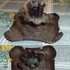 Antigüedades: ANTIGUA LÁMPARA CANDIL PORTAVELAS DE MESA ARTESANIA EN METAL MIDE 9/9/5,5 CM. Lote 131199276