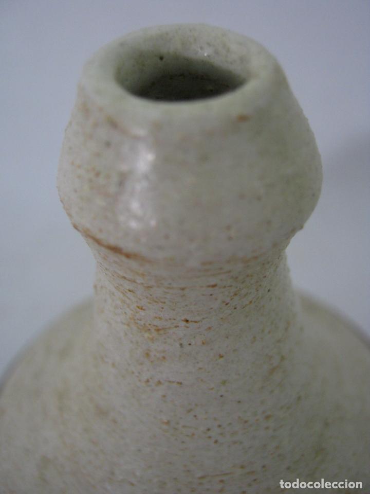 Antigüedades: Bello jarron violetero ceramica mid century - firmado - Foto 2 - 131201200
