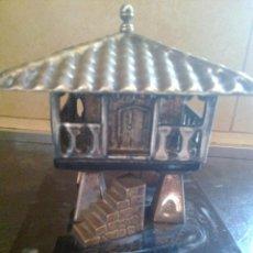 Antigüedades: PRECIOSO JOYERO HORREO ASTURIANO. CON BASE DE MARMOL BAÑO. EN PLATA. Lote 131238655