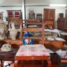 Antigüedades: SILLAS ANTIGUAS DE ROBLE CON MARQUETERÍA INCRUSTADA DE HAYA.. Lote 131241839