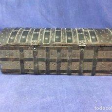 Antigüedades: CAJA MADERA HERRAJES COFRE CID CAMPEADOR BURGOS CATEDRAL RECUERDO SOUVENIR 8X2X9,5CMS. Lote 131243151