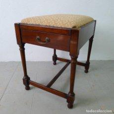 Antigüedades: PRECIOSA BANQUETA DE PIANO EDUARDIANA EN MADERA DE CAOBA CON CAJÓN PARA PARTITURAS PRINCIPIOS S XX. Lote 131250163