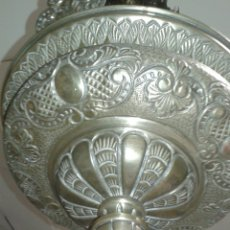 Antigüedades: ANTIGUA LAMPARA REPUJADA CON GRABADOS DE METAL. Lote 131290551