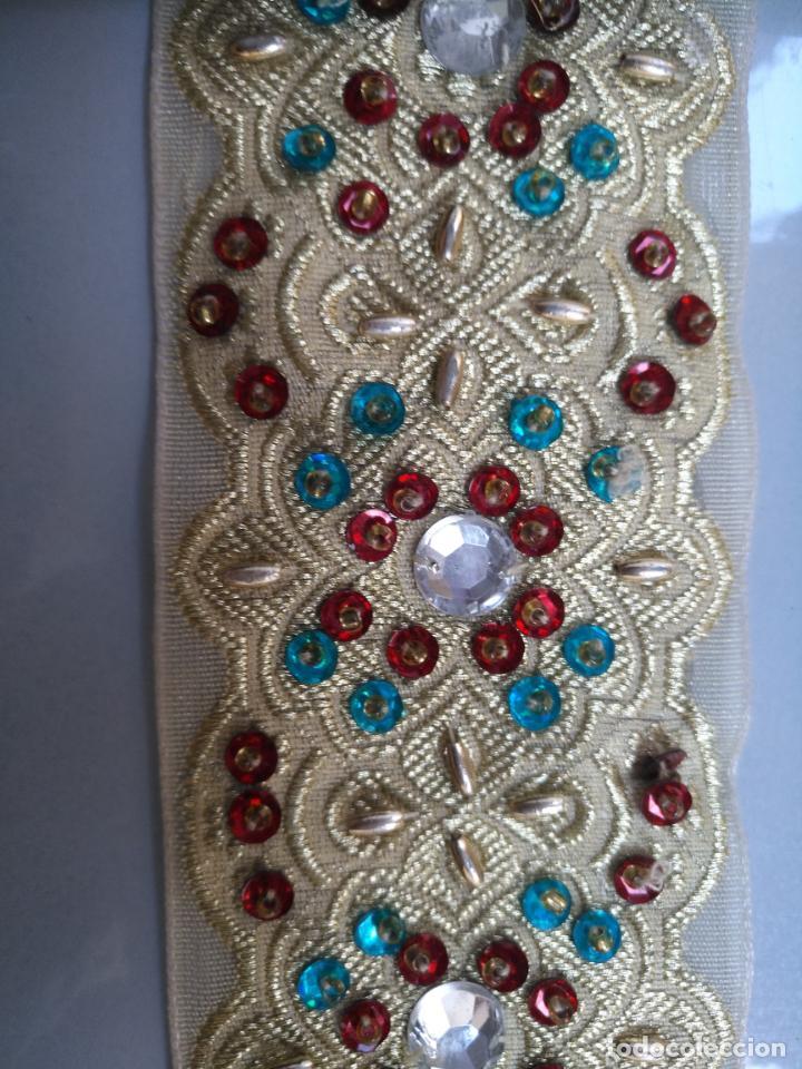 Antigüedades: antigua aplicacion galon trozo para decorar ropa customizar virgen muñecas fajin etc leer - Foto 3 - 131293495