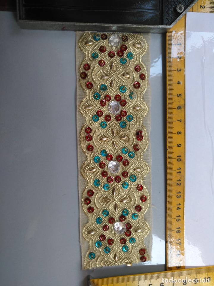 Antigüedades: antigua aplicacion galon trozo para decorar ropa customizar virgen muñecas fajin etc leer - Foto 4 - 131293495