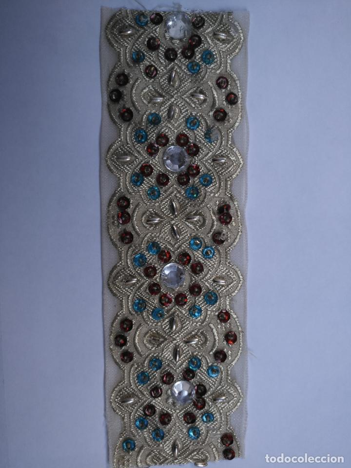 Antigüedades: antigua aplicacion galon trozo para decorar ropa customizar virgen muñecas fajin etc leer - Foto 5 - 131293495
