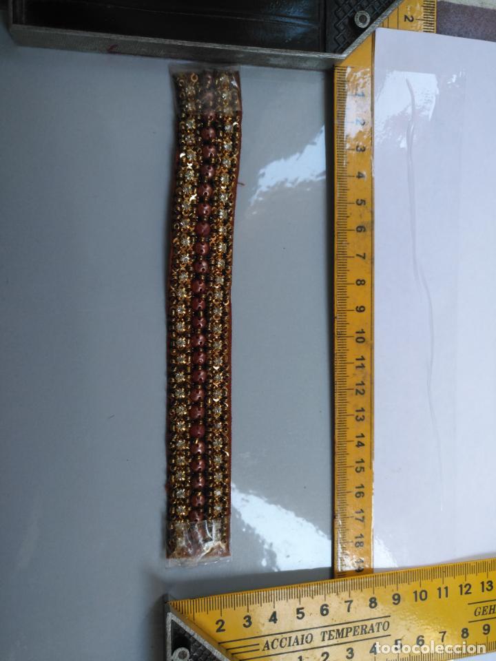 Antigüedades: antigua aplicacion galon trozo para decorar ropa customizar virgen muñecas fajin etc leer - Foto 2 - 131294155