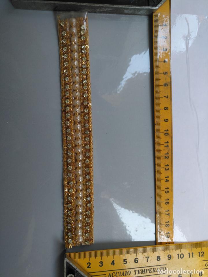 Antigüedades: antigua aplicacion galon trozo para decorar ropa customizar virgen muñecas fajin etc leer - Foto 3 - 131294603