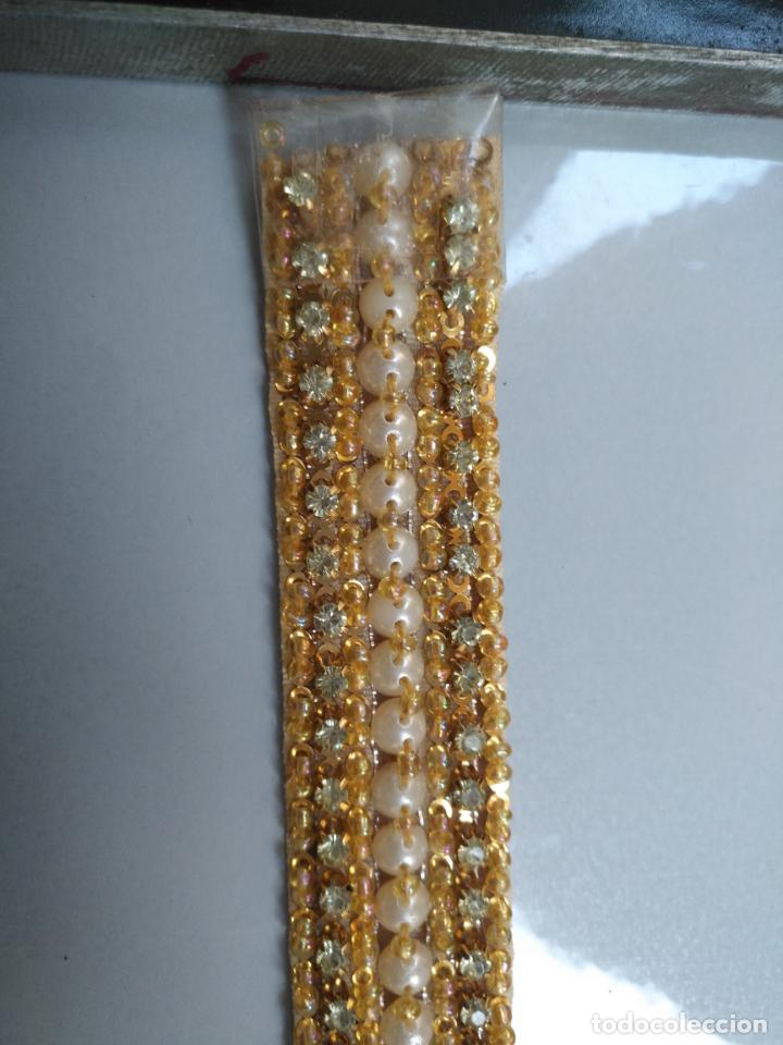 Antigüedades: antigua aplicacion galon trozo para decorar ropa customizar virgen muñecas fajin etc leer - Foto 4 - 131294603