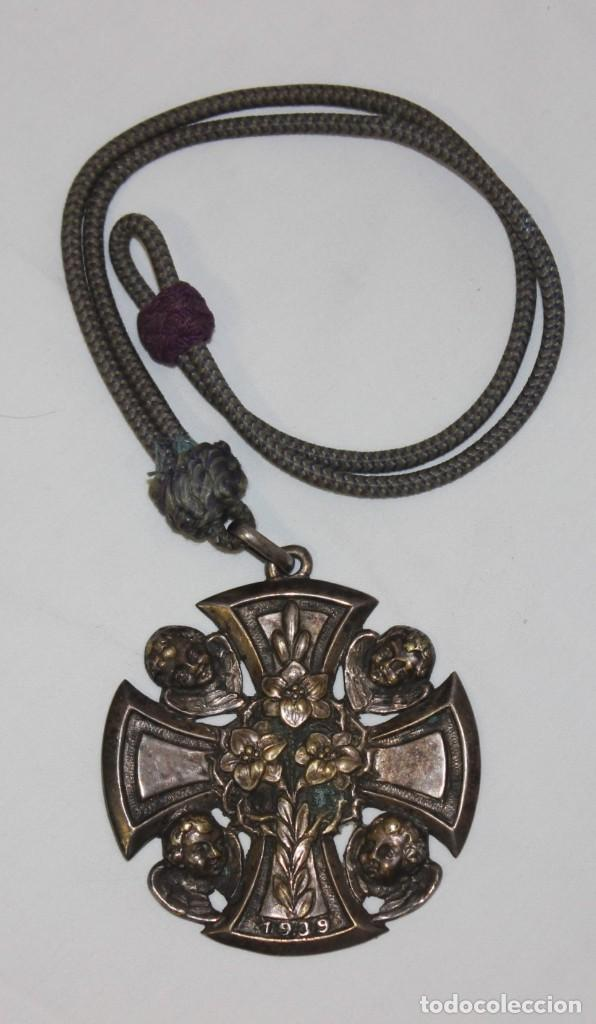 MEDALLA O CRUZ RELIGIOSA DE 1939 (Antigüedades - Religiosas - Medallas Antiguas)