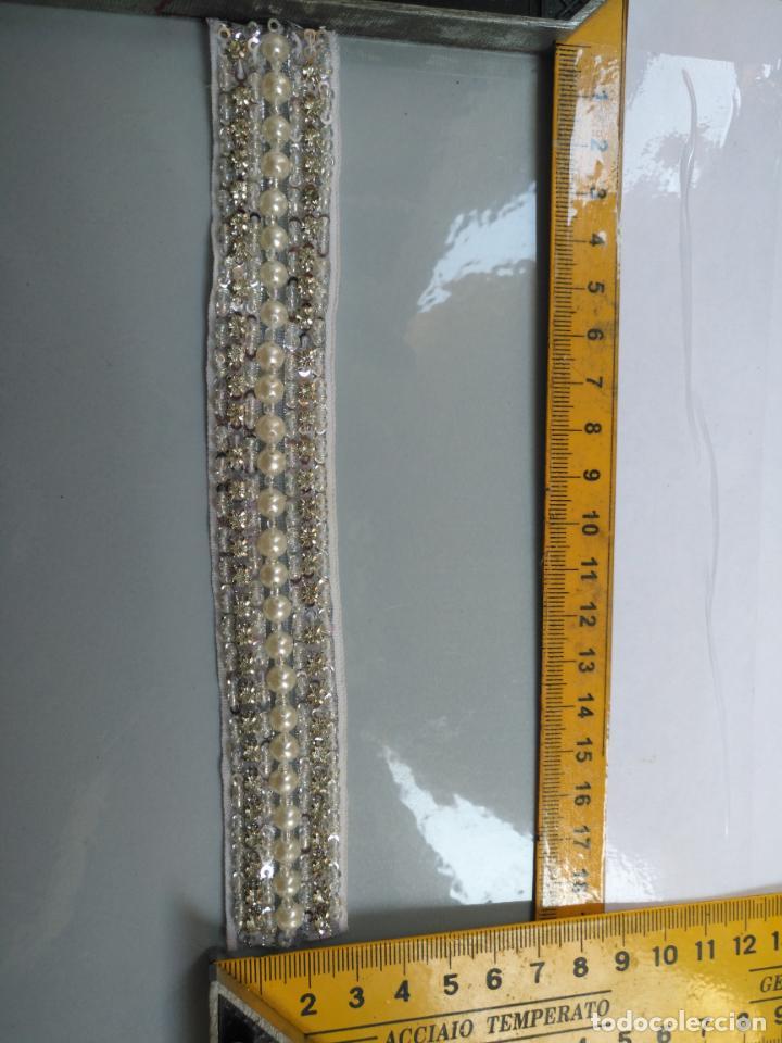 Antigüedades: antigua aplicacion galon trozo para decorar ropa customizar virgen muñecas fajin etc leer - Foto 4 - 131297475