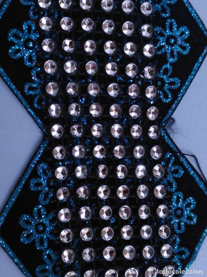 Antigüedades: antigua aplicacion galon trozo para decorar ropa customizar virgen muñecas fajin etc leer - Foto 2 - 131297819