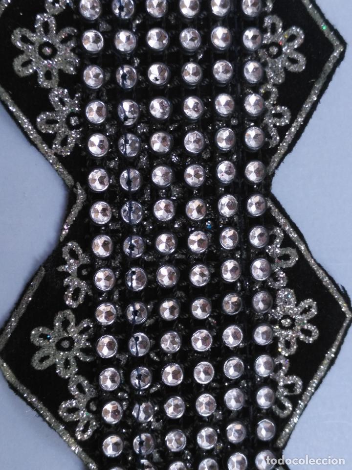 Antigüedades: antigua aplicacion galon trozo para decorar ropa customizar virgen muñecas fajin etc leer - Foto 4 - 131297883