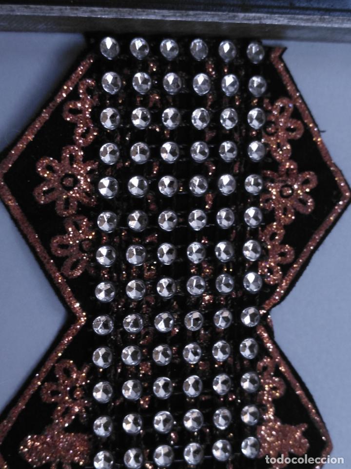 Antigüedades: antigua aplicacion galon trozo para decorar ropa customizar virgen muñecas fajin etc leer - Foto 2 - 131297935