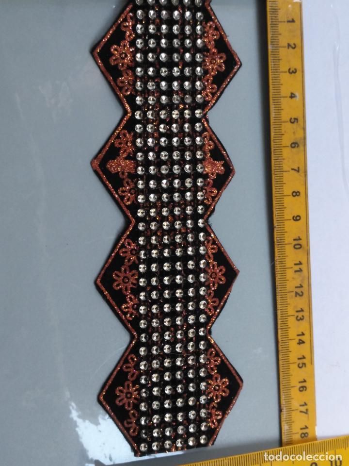 Antigüedades: antigua aplicacion galon trozo para decorar ropa customizar virgen muñecas fajin etc leer - Foto 3 - 131297935