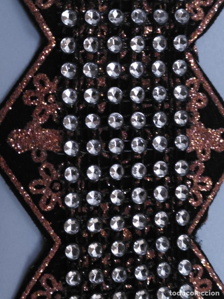 Antigüedades: antigua aplicacion galon trozo para decorar ropa customizar virgen muñecas fajin etc leer - Foto 4 - 131297935