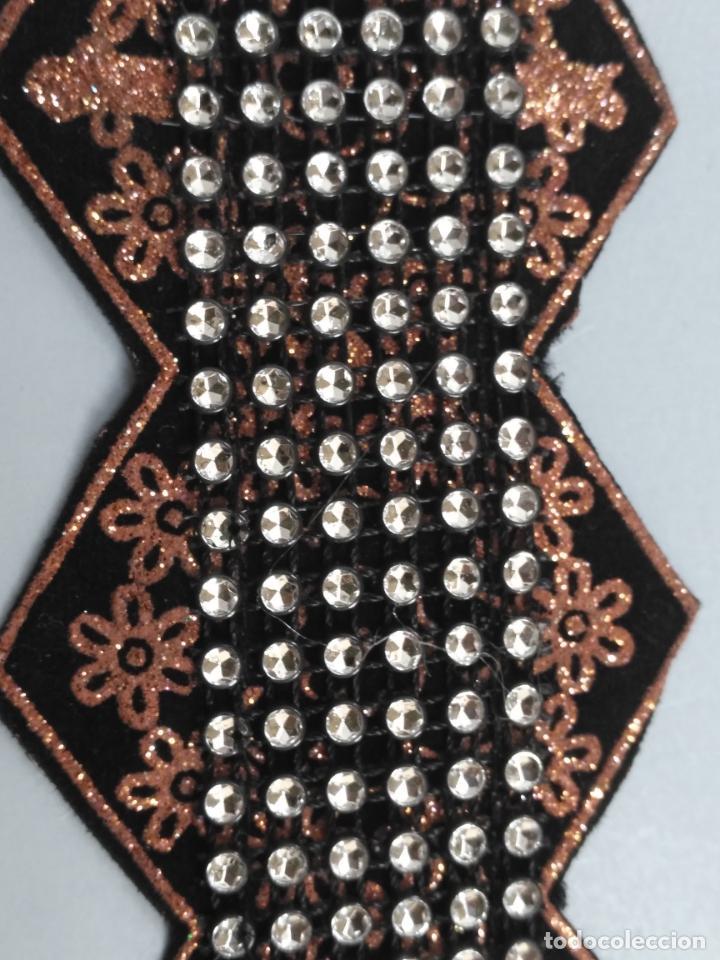 Antigüedades: antigua aplicacion galon trozo para decorar ropa customizar virgen muñecas fajin etc leer - Foto 5 - 131297935