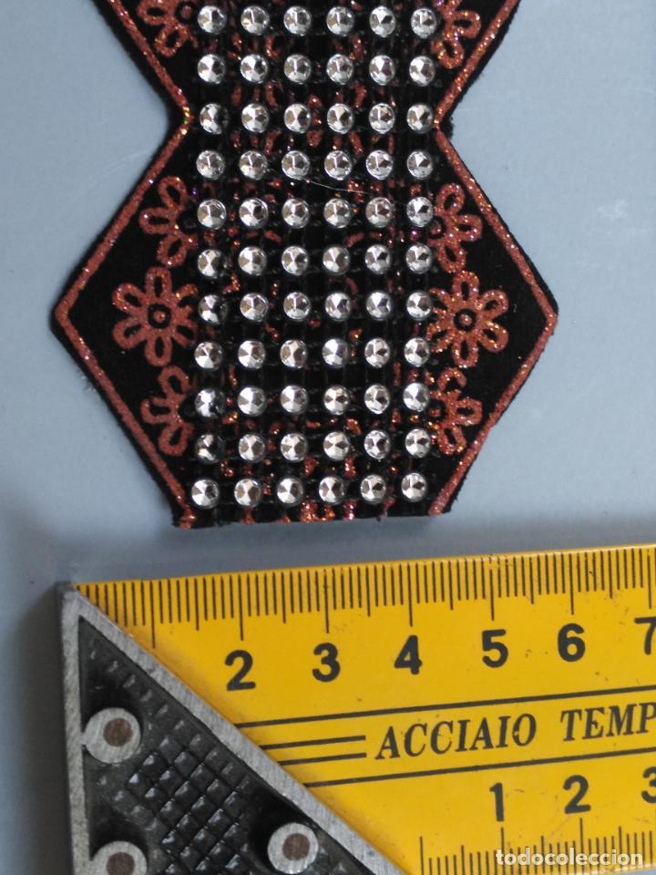 Antigüedades: antigua aplicacion galon trozo para decorar ropa customizar virgen muñecas fajin etc leer - Foto 6 - 131297935