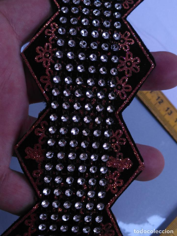 Antigüedades: antigua aplicacion galon trozo para decorar ropa customizar virgen muñecas fajin etc leer - Foto 7 - 131297935