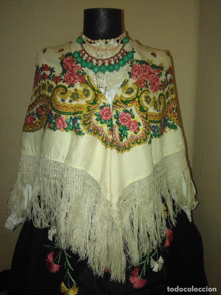 Antigüedades: Mantón de algodón fino estampado con fleco de lana para indumentaria tradicional - Foto 2 - 131310215
