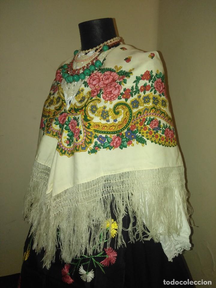 Antigüedades: Mantón de algodón fino estampado con fleco de lana para indumentaria tradicional - Foto 3 - 131310215