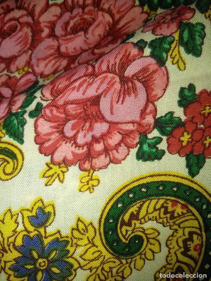 Antigüedades: Mantón de algodón fino estampado con fleco de lana para indumentaria tradicional - Foto 8 - 131310215
