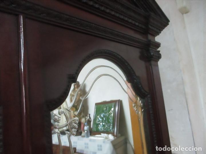 Antigüedades: Pareja de Vitrinas Rinconeras, Escritorio - Madera de Caoba - Espejos Decorados - Principios S. XX - Foto 24 - 131315982