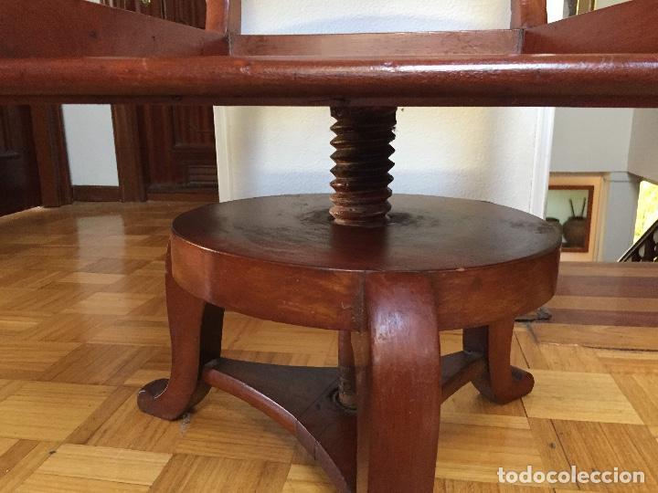 Antigüedades: SILLÓN GIRATORIO MODERNISTA DE DESPACHO TIPO GAUDÍ - Foto 4 - 131325654